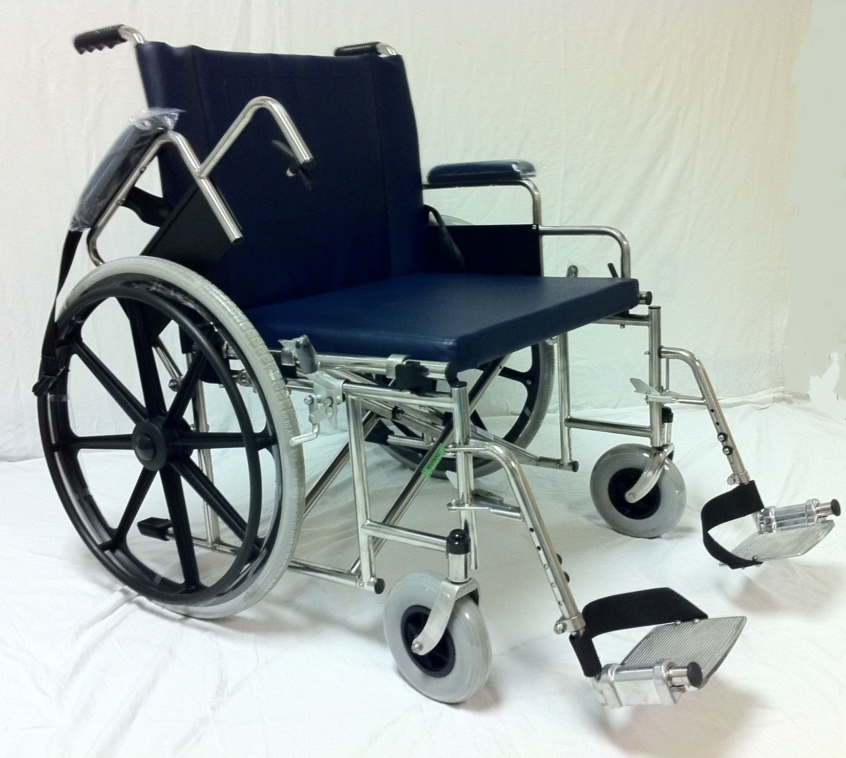 "MR Conditional Bariatric 24"" Wheelchair w/ Flip up Arms & Removable footrests"